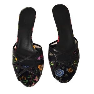 4acc52e3f Gucci Shoes   New Cruise 2005 Flora Heels Slides Pump   Poshmark